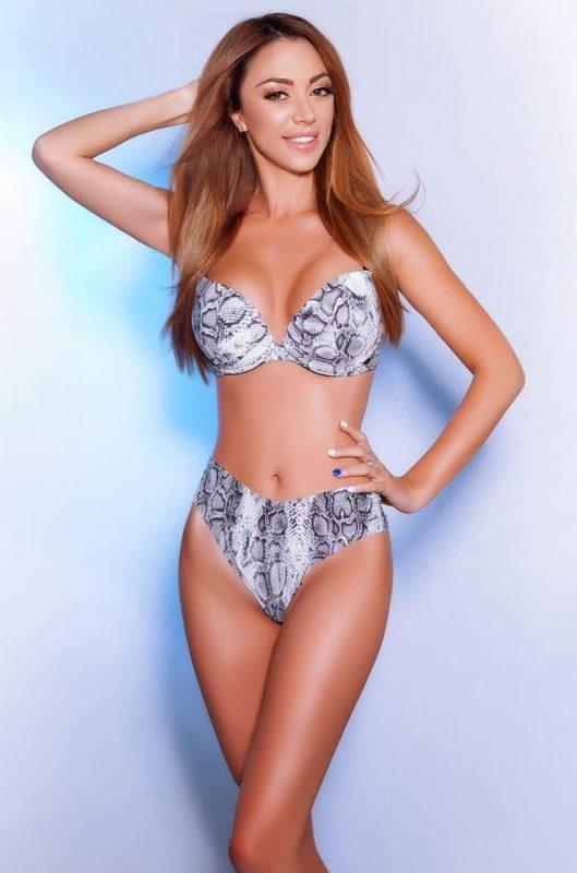 Agnes Busty Slim Model