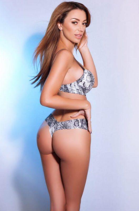 Agnes Gorgeous Busty Brunette