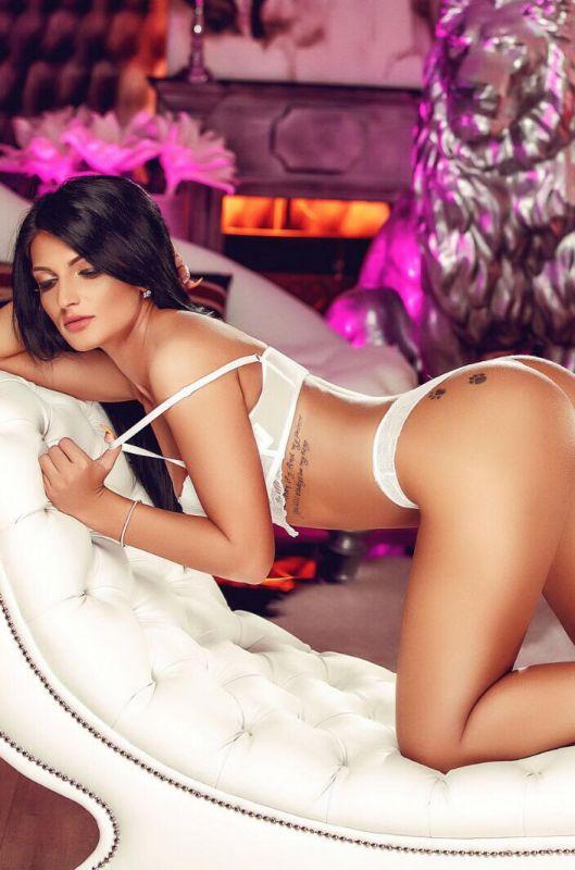 Carlotta Stunning Ass