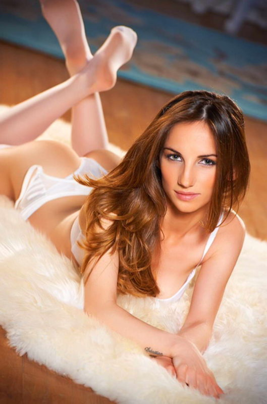Valentina - Gorgeous Brunette